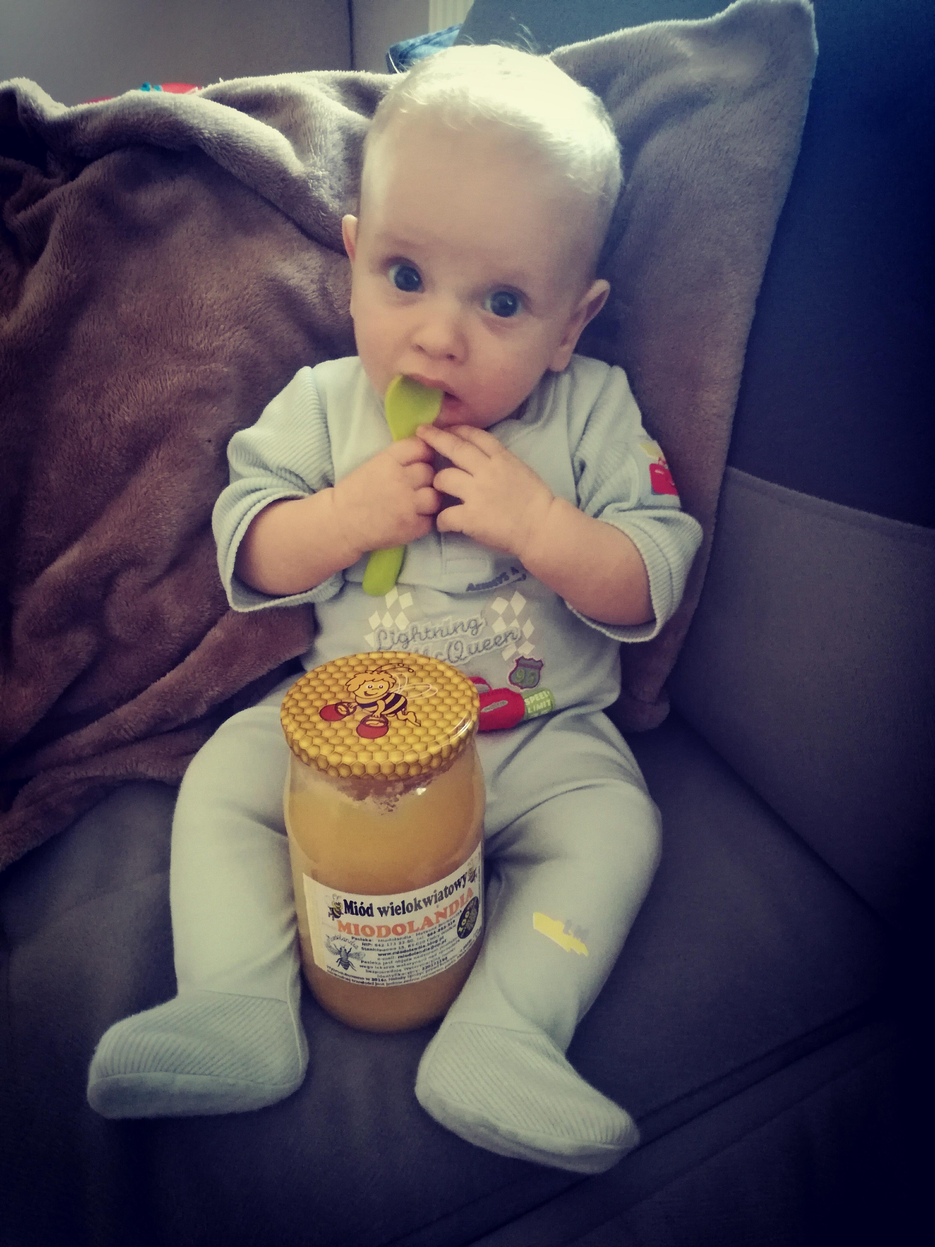 Czy podawać małym dzieciom produkty pszczele?